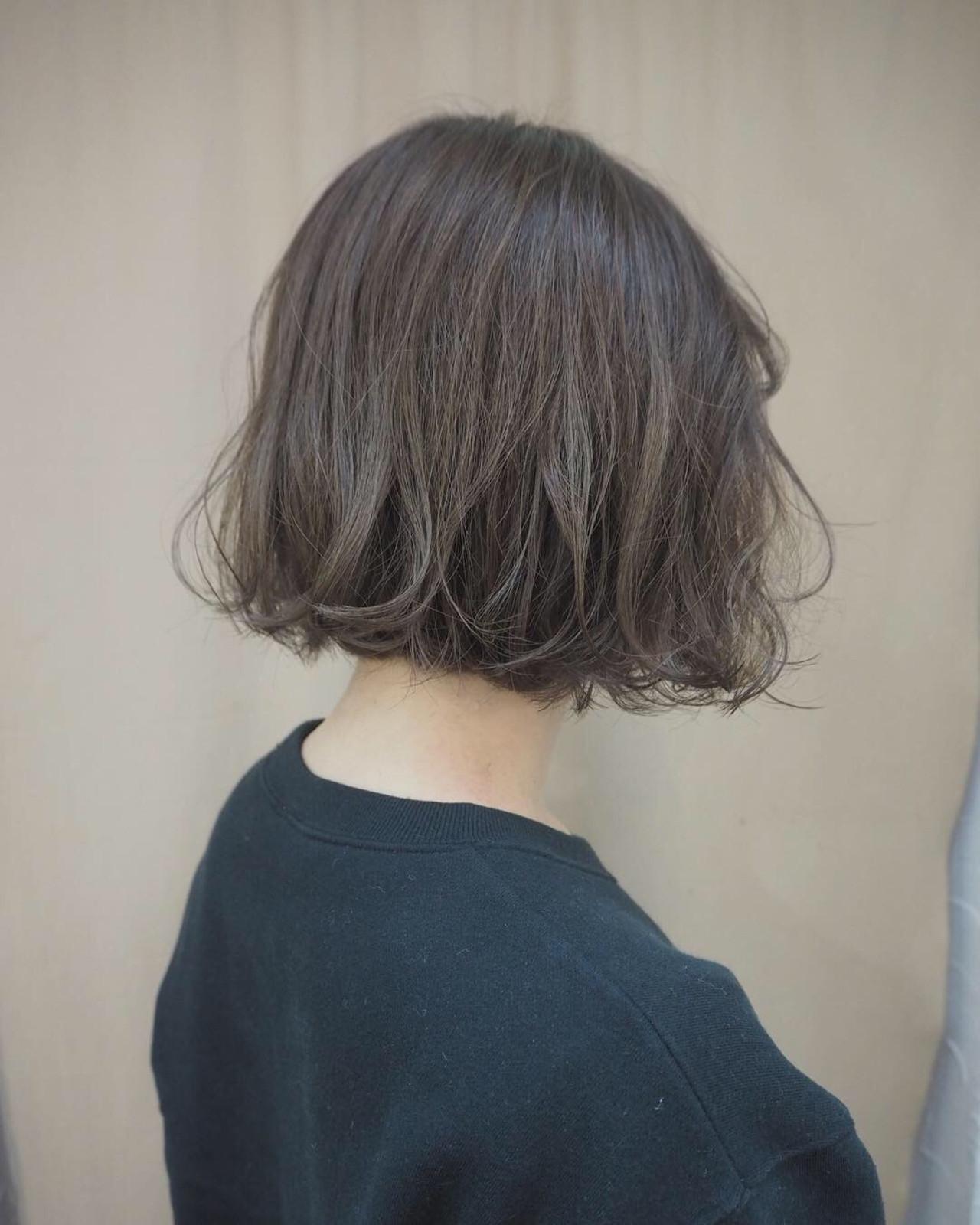 グレージュ ボブ ウェーブ 透明感 ヘアスタイルや髪型の写真・画像