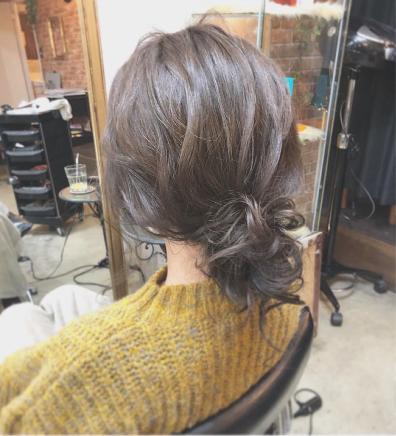 ふわくしゅ感が可愛いセミロングのシニヨン hii.de@✂︎  CHERIE hair design