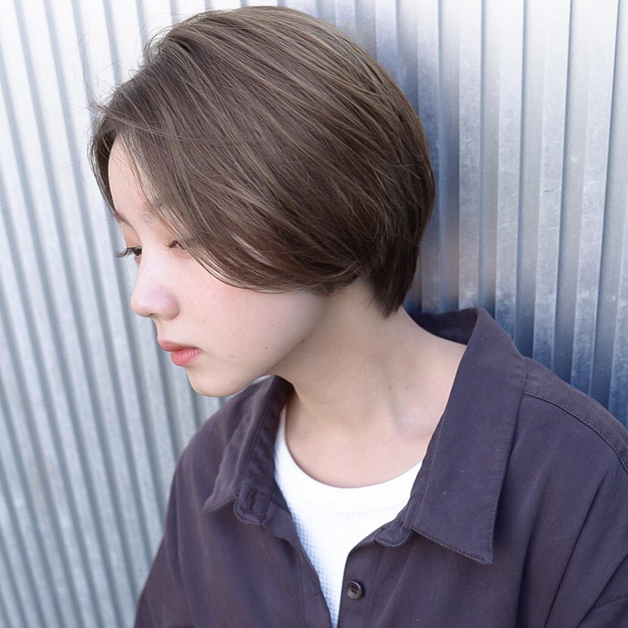 前髪あり グレージュ ショート 透明感 ヘアスタイルや髪型の写真・画像