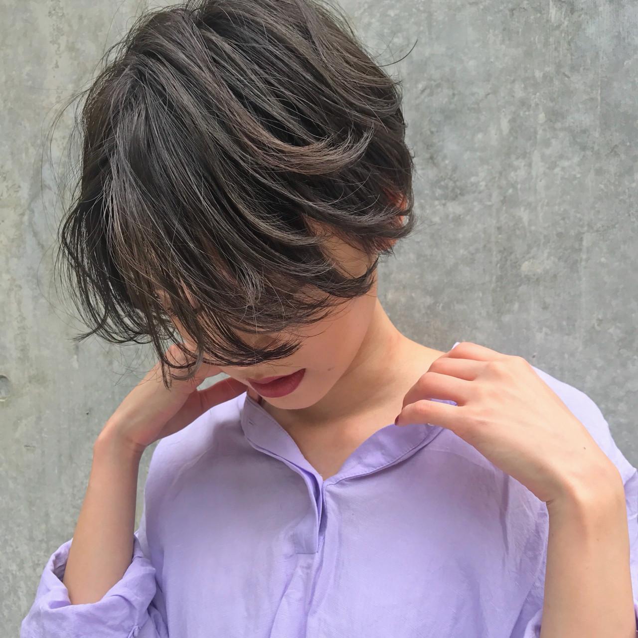 ダークアッシュ 前下がり かっこいい ハイライト ヘアスタイルや髪型の写真・画像