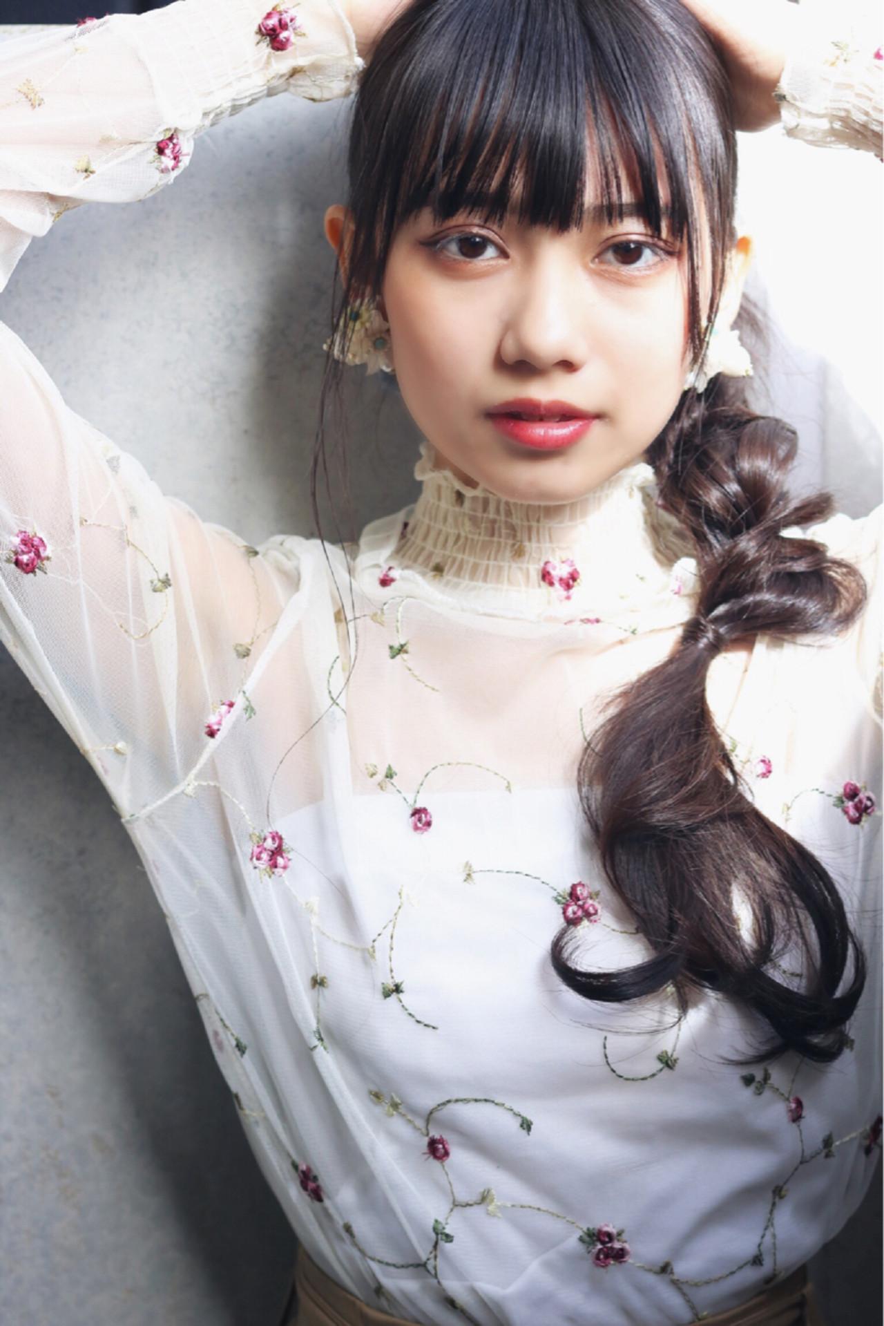ローポニーテール ロング フェミニン 簡単ヘアアレンジ ヘアスタイルや髪型の写真・画像