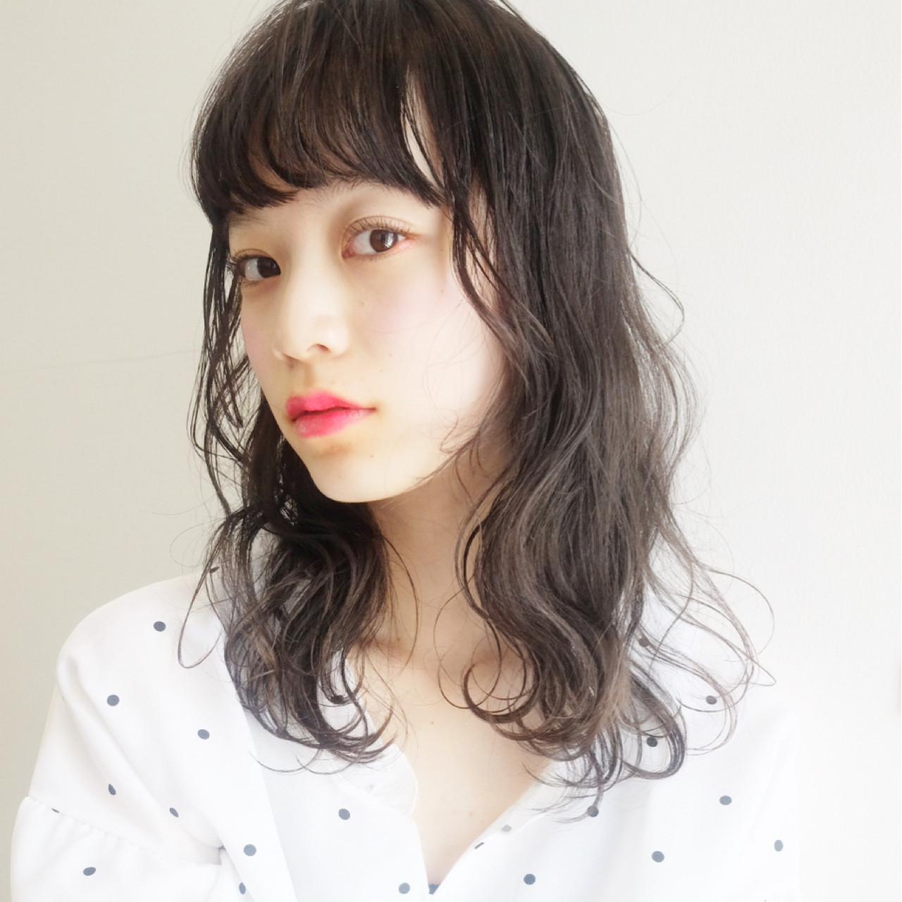 ヘアアレンジ ナチュラル セミロング アッシュグレージュ ヘアスタイルや髪型の写真・画像