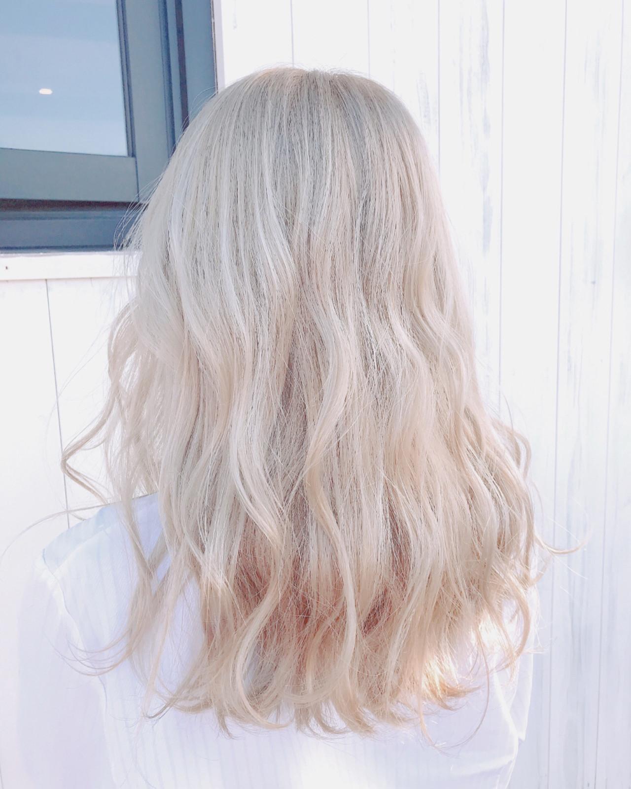 ストリート ホワイト グレージュ セミロング ヘアスタイルや髪型の写真・画像
