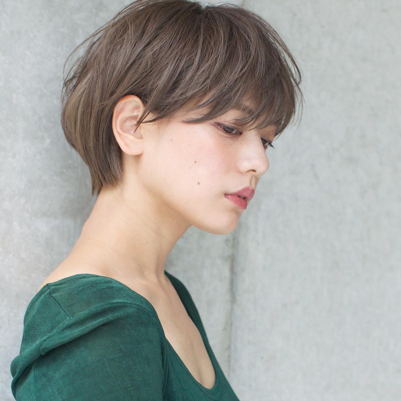 リラックス ショート グレージュ 透明感 ヘアスタイルや髪型の写真・画像