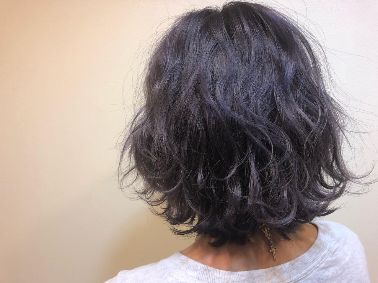 うる艶カラー ストリート パープルアッシュ 波巻き ヘアスタイルや髪型の写真・画像