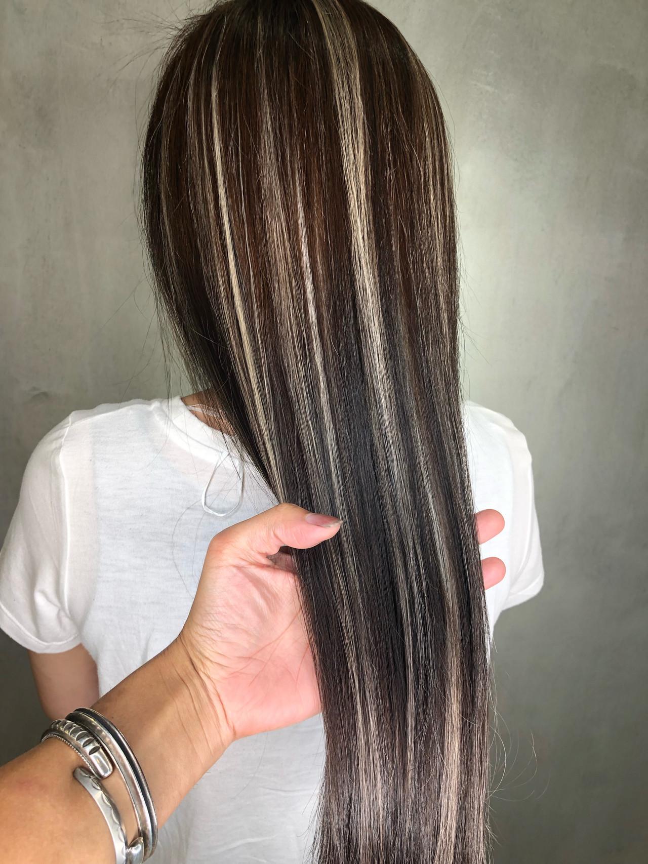 カジュアルファッションに合わせたいおしゃれな黒髪のハイライトカラー 筒井 隆由Hair salon mode