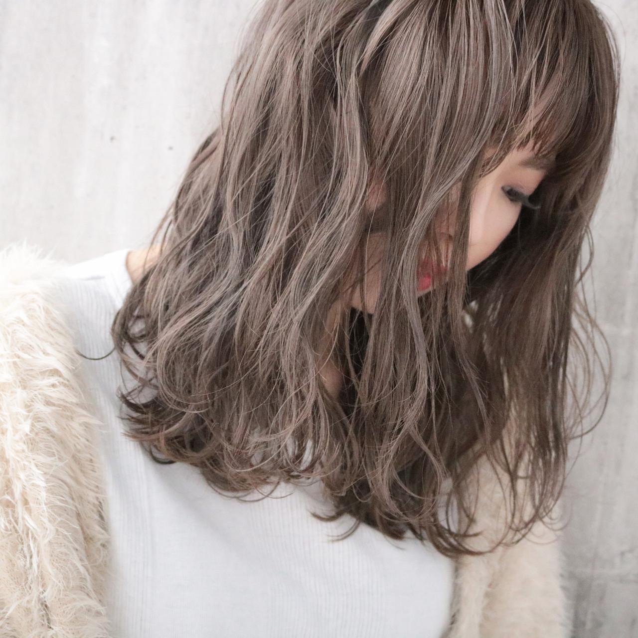 ミルクティーベージュ ナチュラル ナチュラルベージュ アンニュイほつれヘア ヘアスタイルや髪型の写真・画像