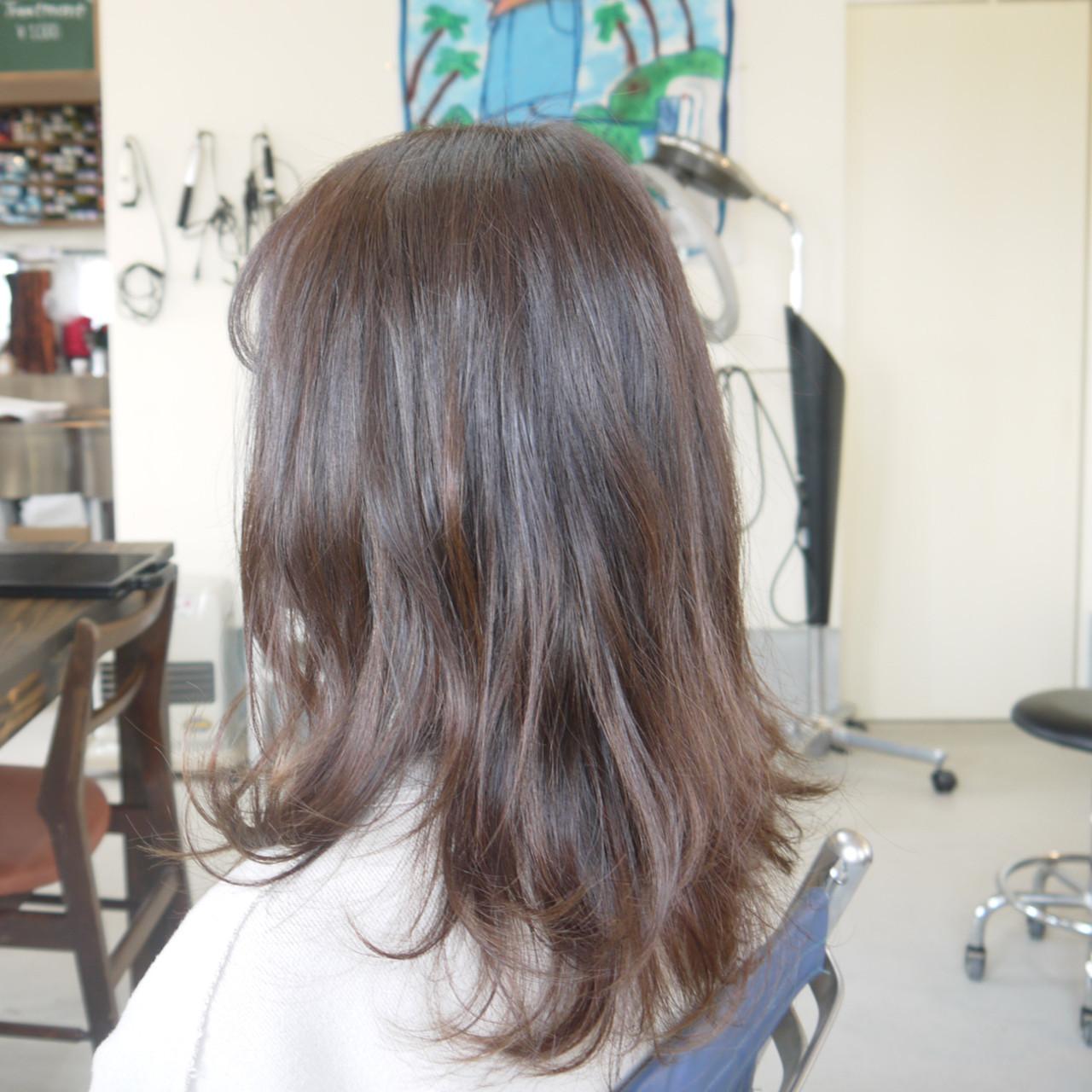 ミディアムレイヤー パープルアッシュ アッシュベージュ アッシュ ヘアスタイルや髪型の写真・画像