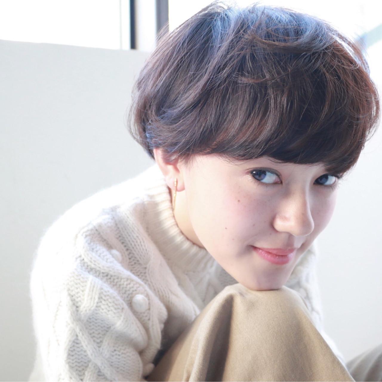 ショート 冬 透明感 前髪パーマ ヘアスタイルや髪型の写真・画像