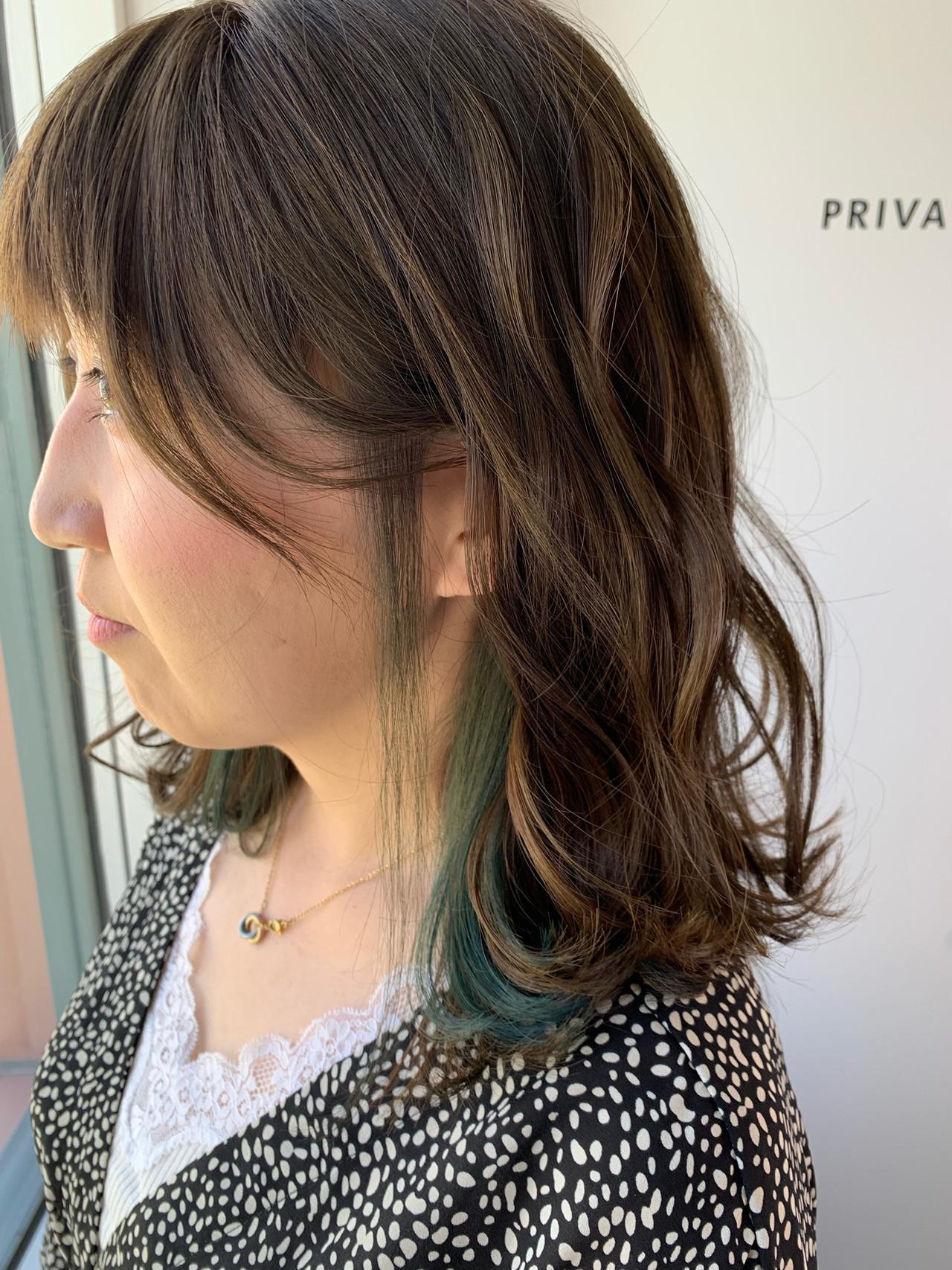 オリーブグレージュ 大人カジュアル インナーカラー カーキアッシュ ヘアスタイルや髪型の写真・画像