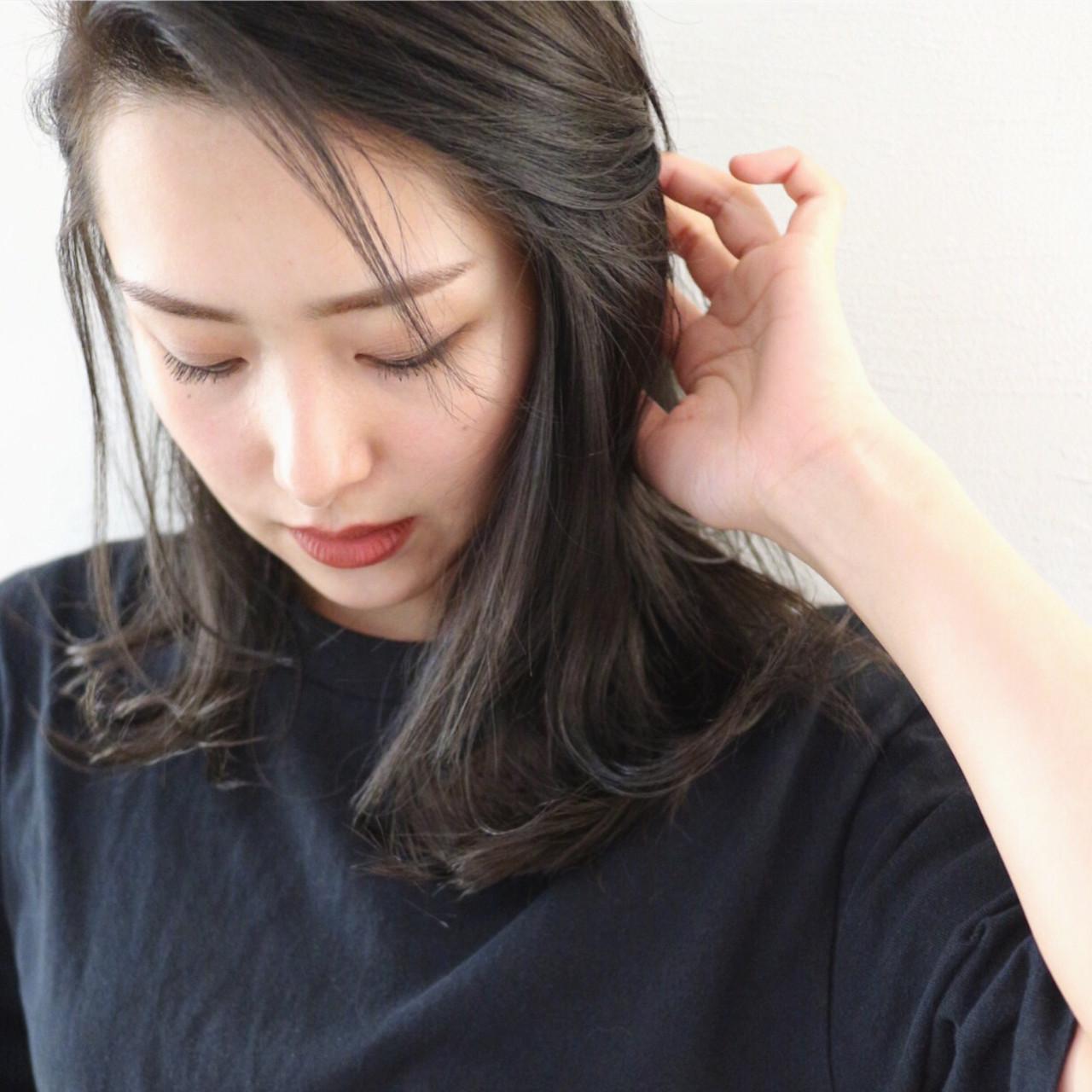 グレー グレーアッシュ セミロング ダークアッシュ ヘアスタイルや髪型の写真・画像
