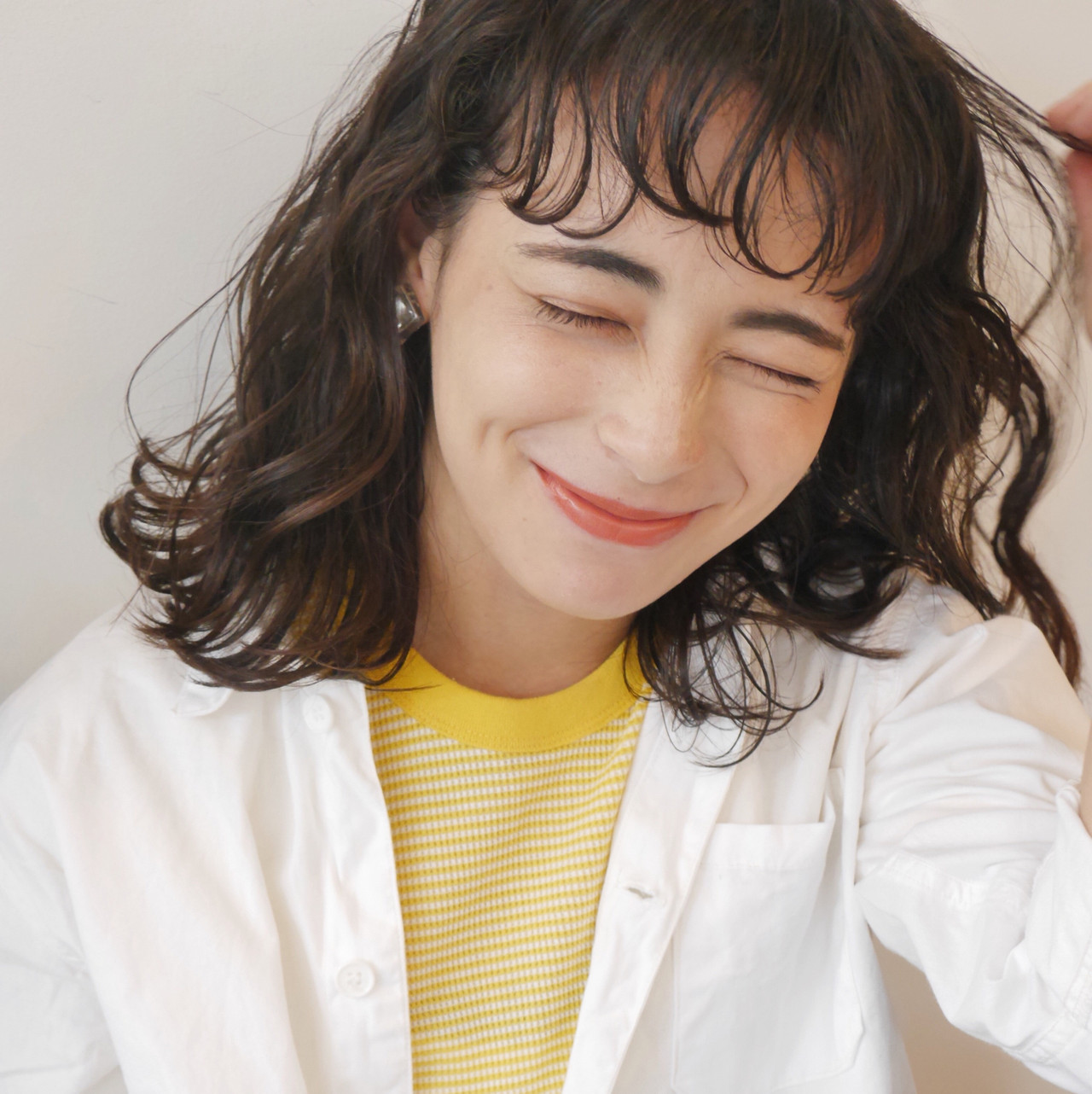 ゆるふわパーマ くせ毛風 ミディアム パーマ ヘアスタイルや髪型の写真・画像