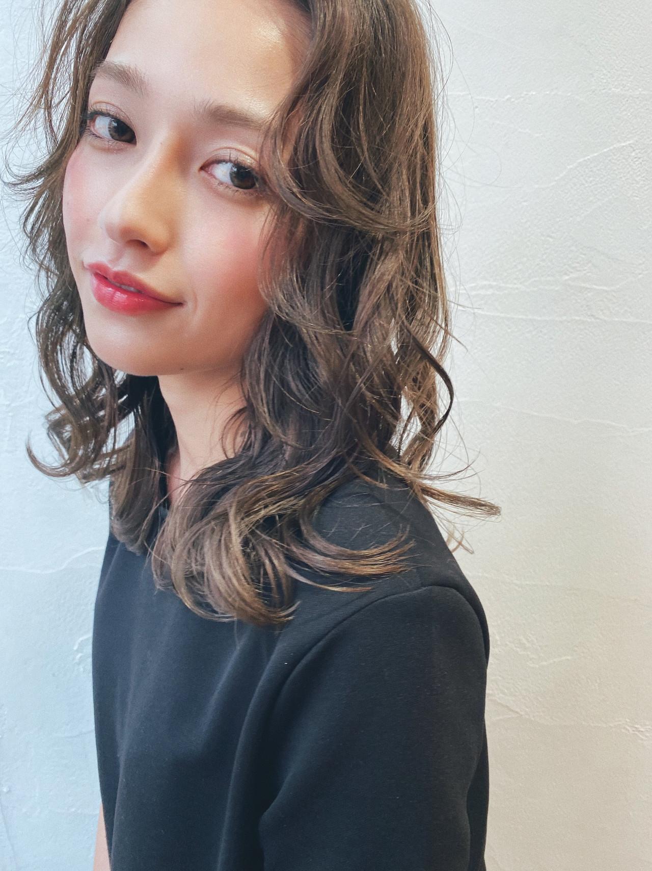 ベージュ グレージュ 透け感 モード ヘアスタイルや髪型の写真・画像