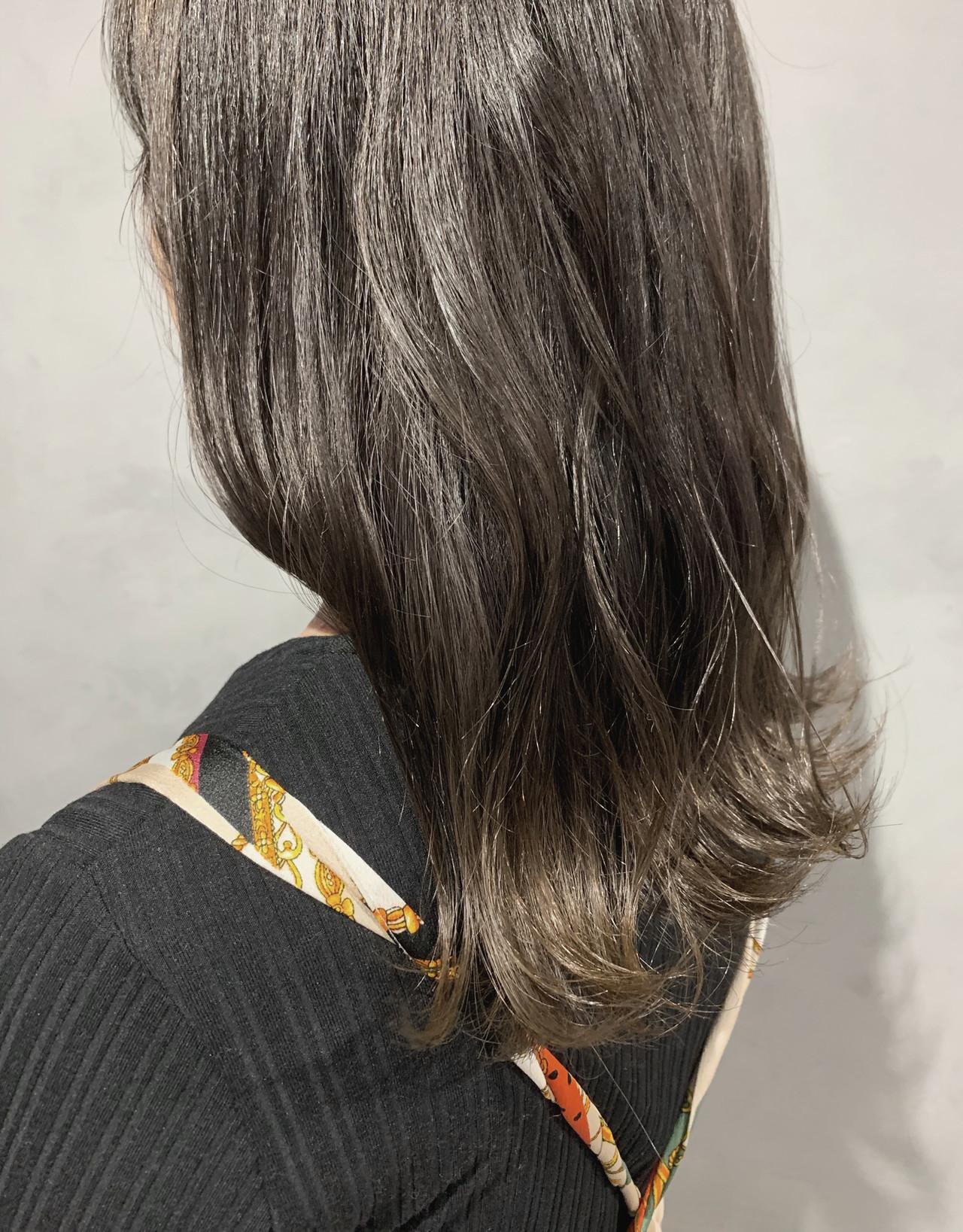 ブリーチ必須 グレージュ ナチュラル グレーアッシュ ヘアスタイルや髪型の写真・画像