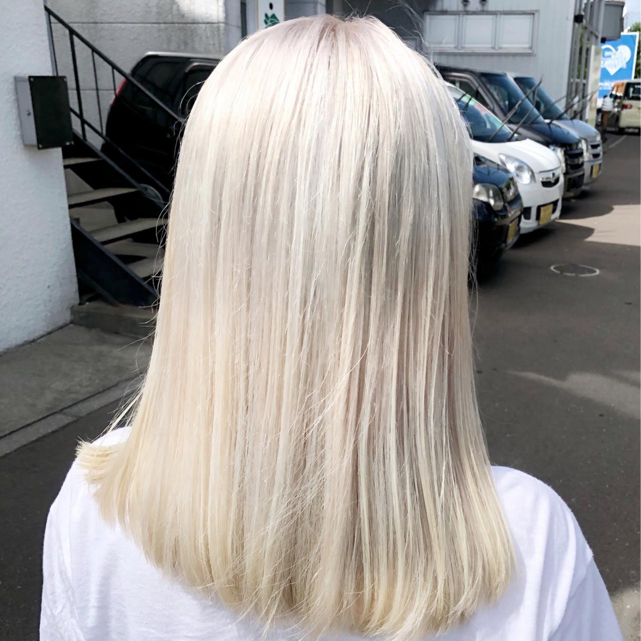 フェミニン ホワイトブリーチ ホワイトカラー ブリーチ ヘアスタイルや髪型の写真・画像