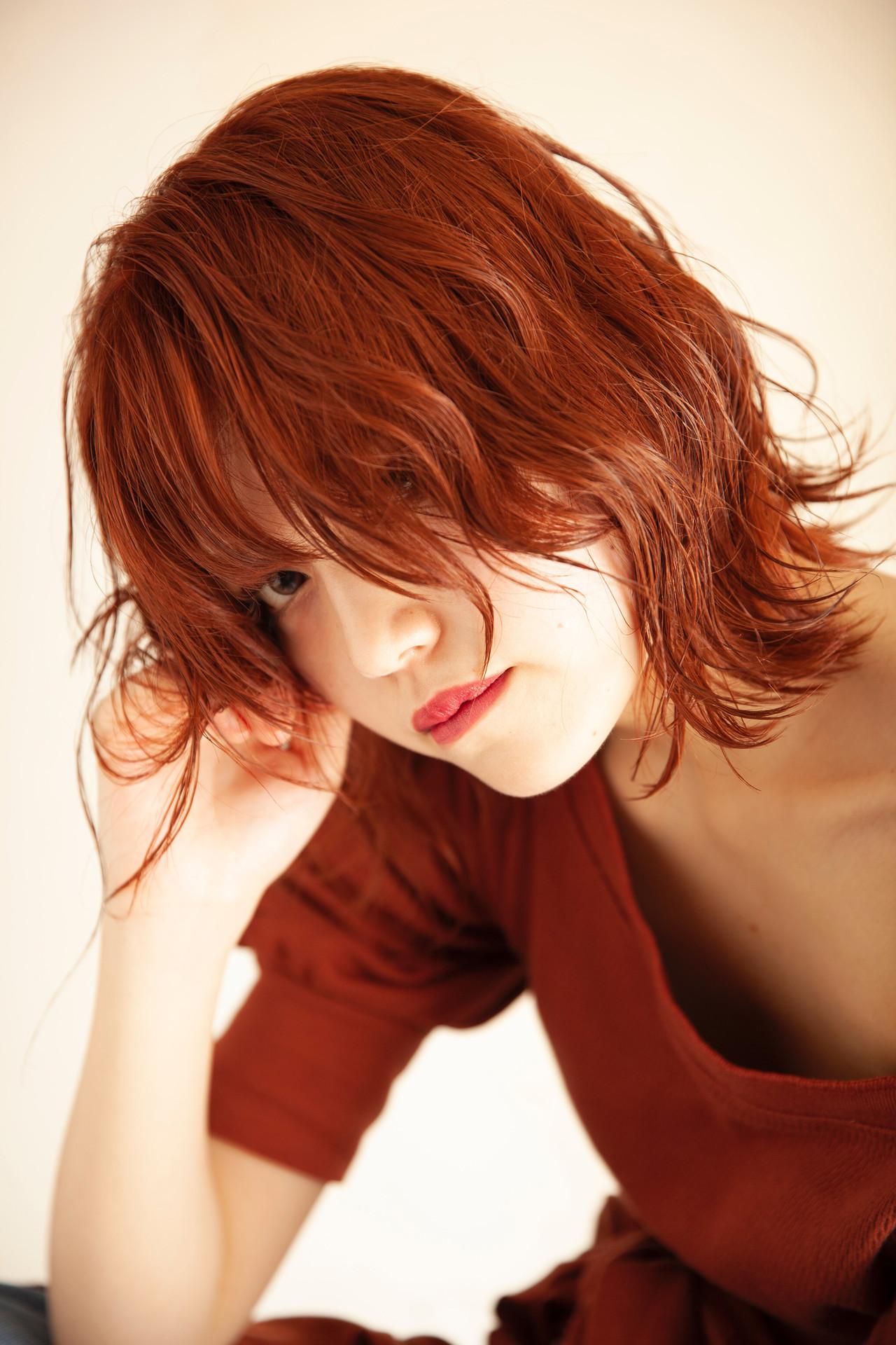 ミディアム ネオウルフ オレンジカラー オレンジベージュ ヘアスタイルや髪型の写真・画像