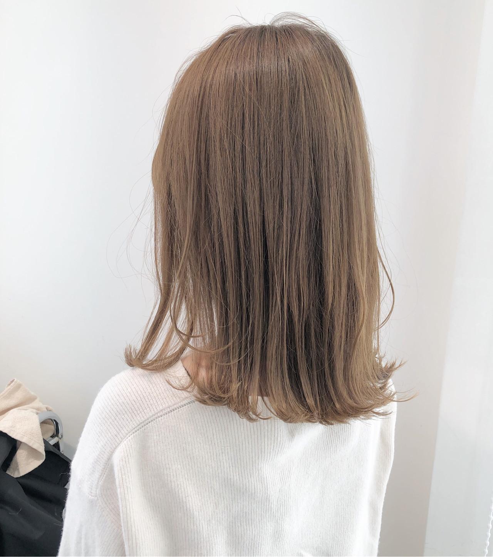 エレガント モカベージュ ミルクティーグレージュ 外ハネ ヘアスタイルや髪型の写真・画像