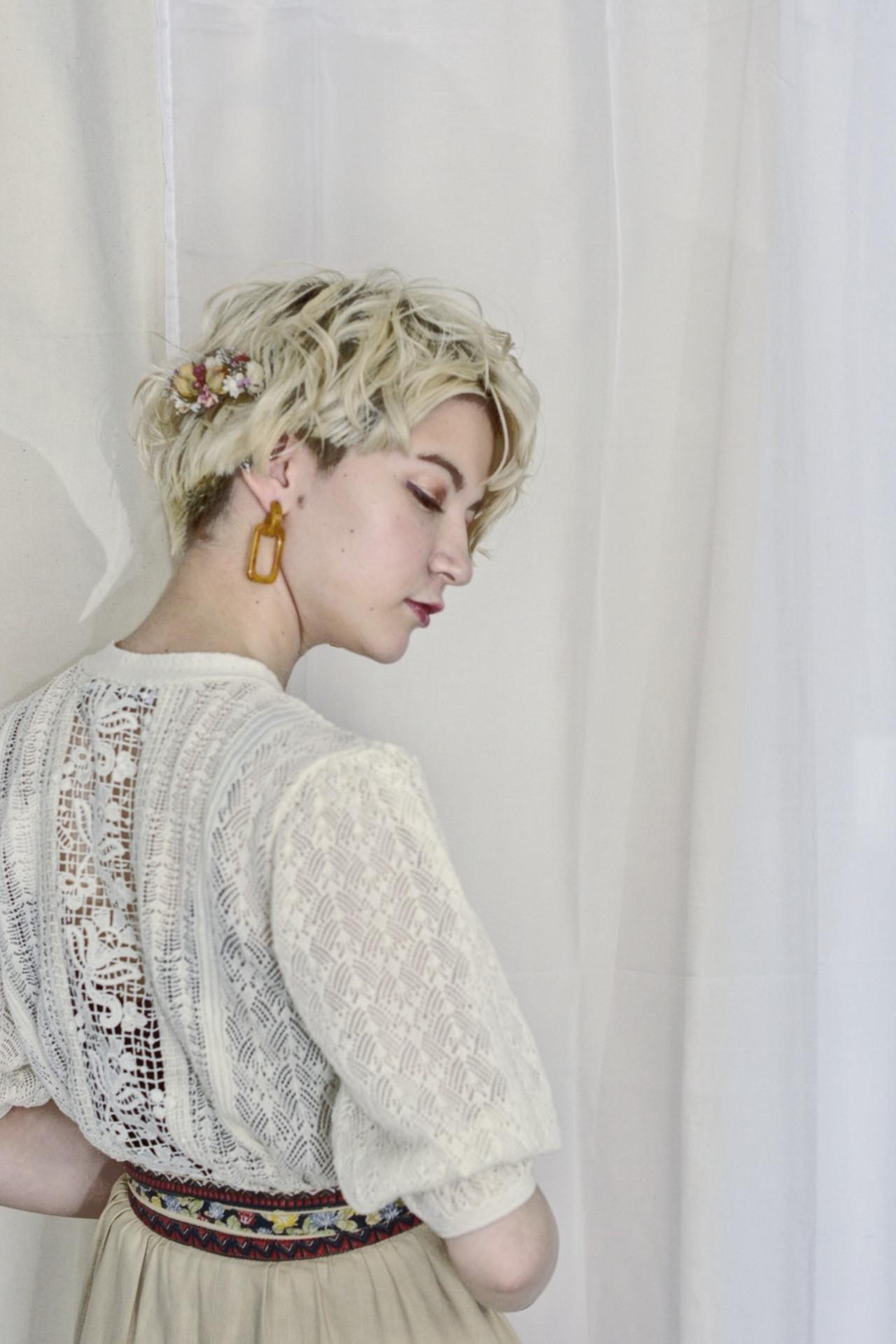 ハイトーン ホワイトブリーチ ブリーチカラー ショート ヘアスタイルや髪型の写真・画像
