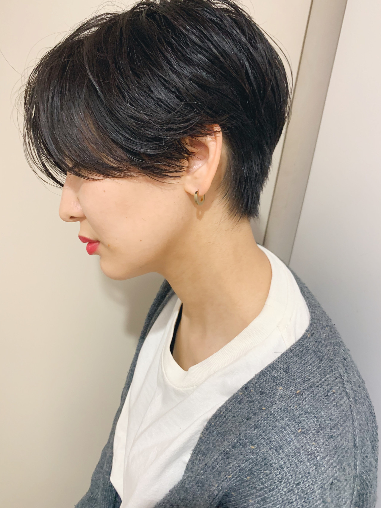 黒髪ショート ナチュラル ショートカット 前下がりショート ヘアスタイルや髪型の写真・画像