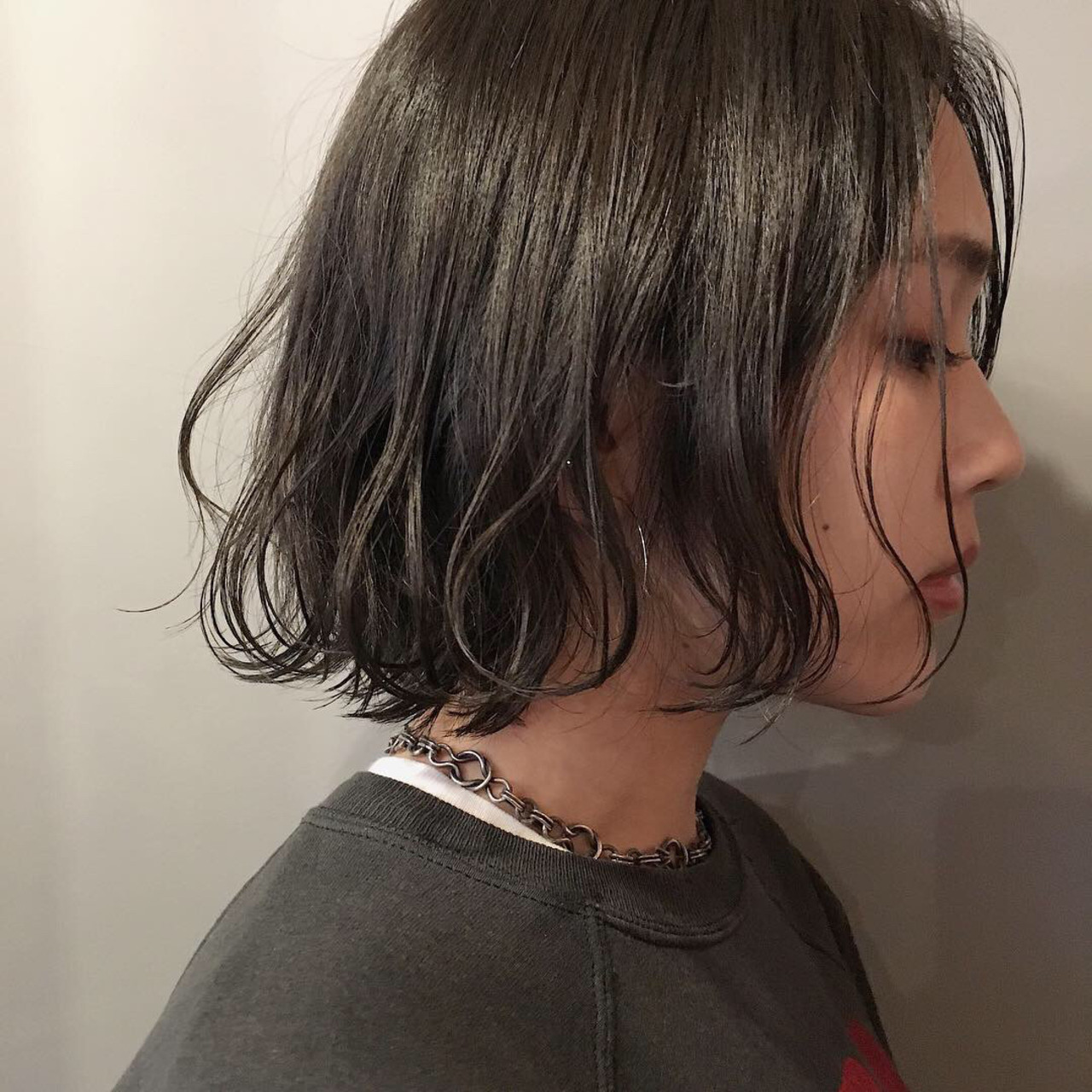 スモーキーカラー 黒髪 ミニボブ アンニュイほつれヘア ヘアスタイルや髪型の写真・画像