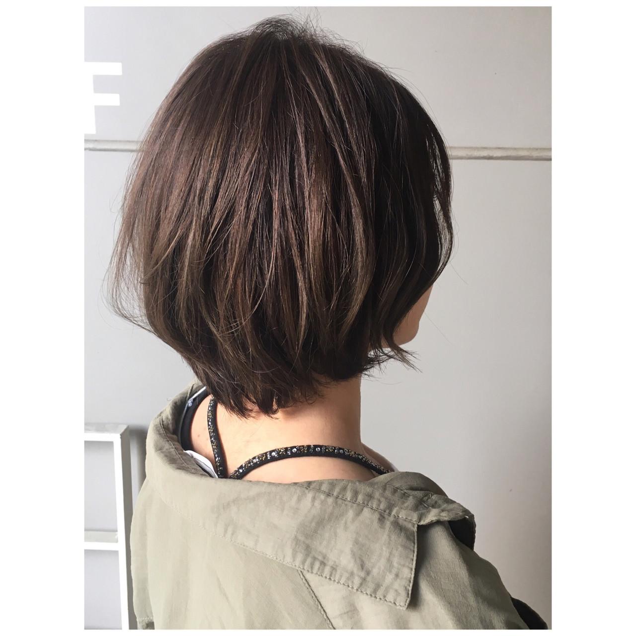 ナチュラル ショートボブ ショートヘア カーキ ヘアスタイルや髪型の写真・画像