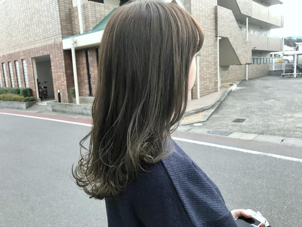 フェミニン オリーブアッシュ アンニュイほつれヘア デート ヘアスタイルや髪型の写真・画像