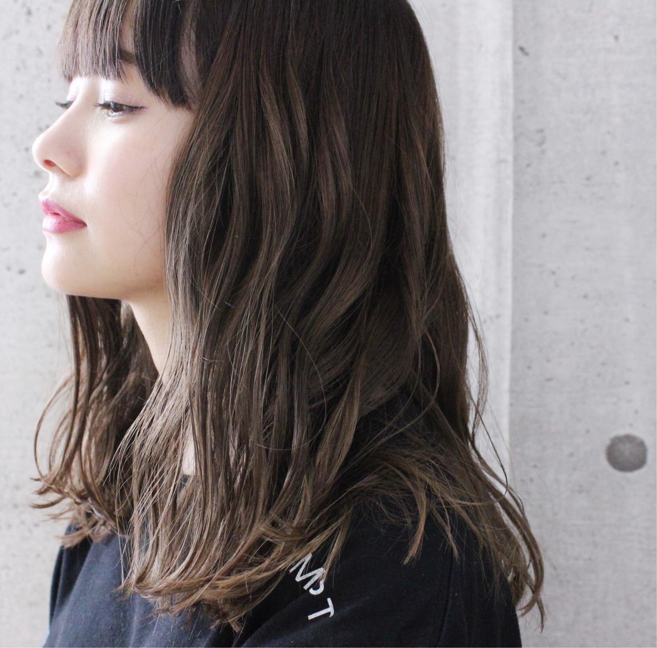 アンニュイほつれヘア グレージュ オリーブアッシュ ナチュラル ヘアスタイルや髪型の写真・画像