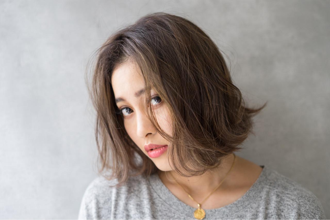 センター分け ナチュラル アンニュイ 外国人風 ヘアスタイルや髪型の写真・画像