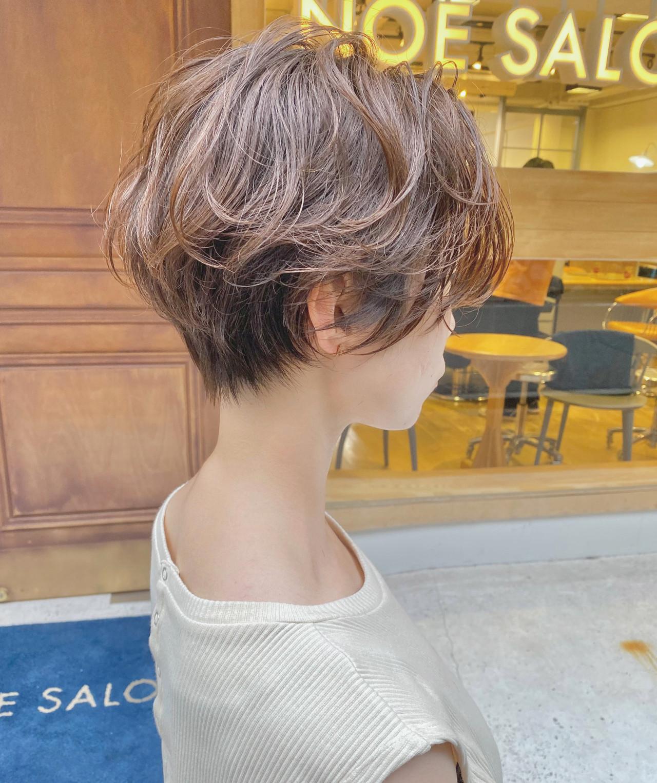 大人ショート 前下がりショート ハンサムショート ナチュラル ヘアスタイルや髪型の写真・画像