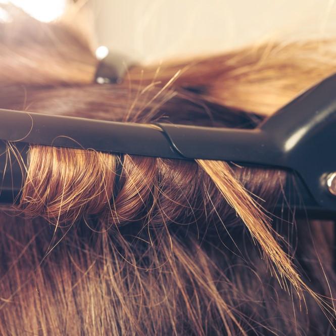 ヘアアイロン適正温度はストレートとカールで違う!髪を傷めない使い方