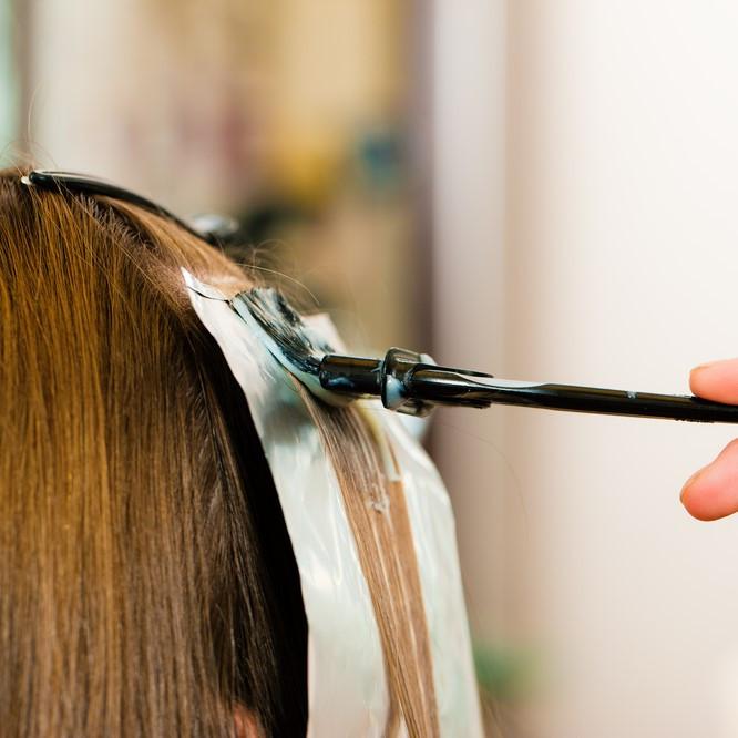 簡単に使えて便利「白髪隠し」のおすすめ人気8選|種類や選び方を紹介