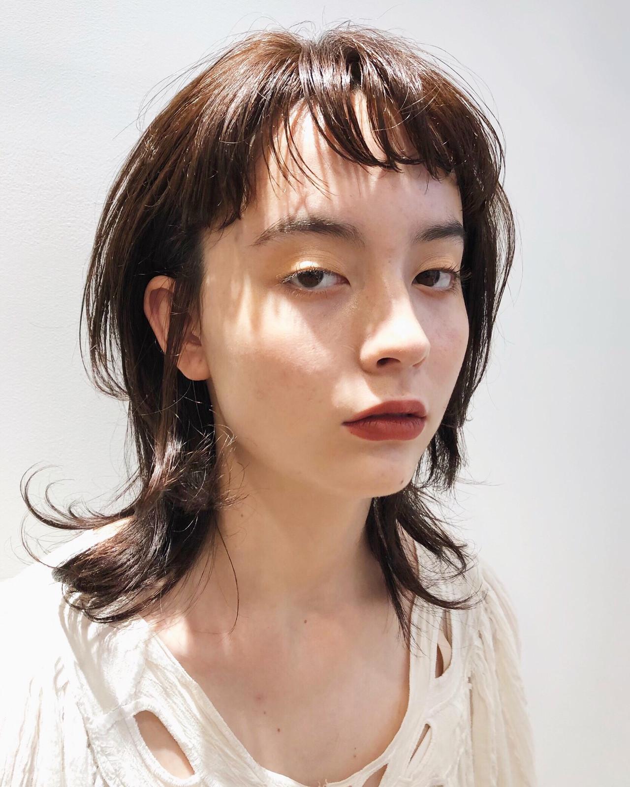 ミディアム ミディアムレイヤー オン眉 ウルフカット ヘアスタイルや髪型の写真・画像