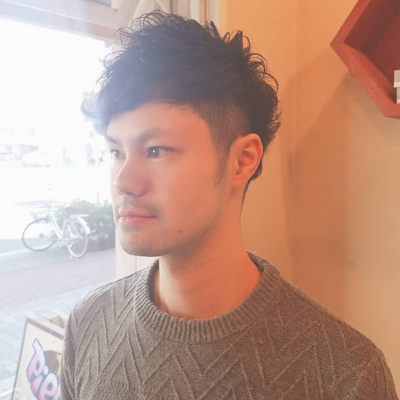 ウェットヘア メンズパーマ メンズカット ナチュラル ヘアスタイルや髪型の写真・画像