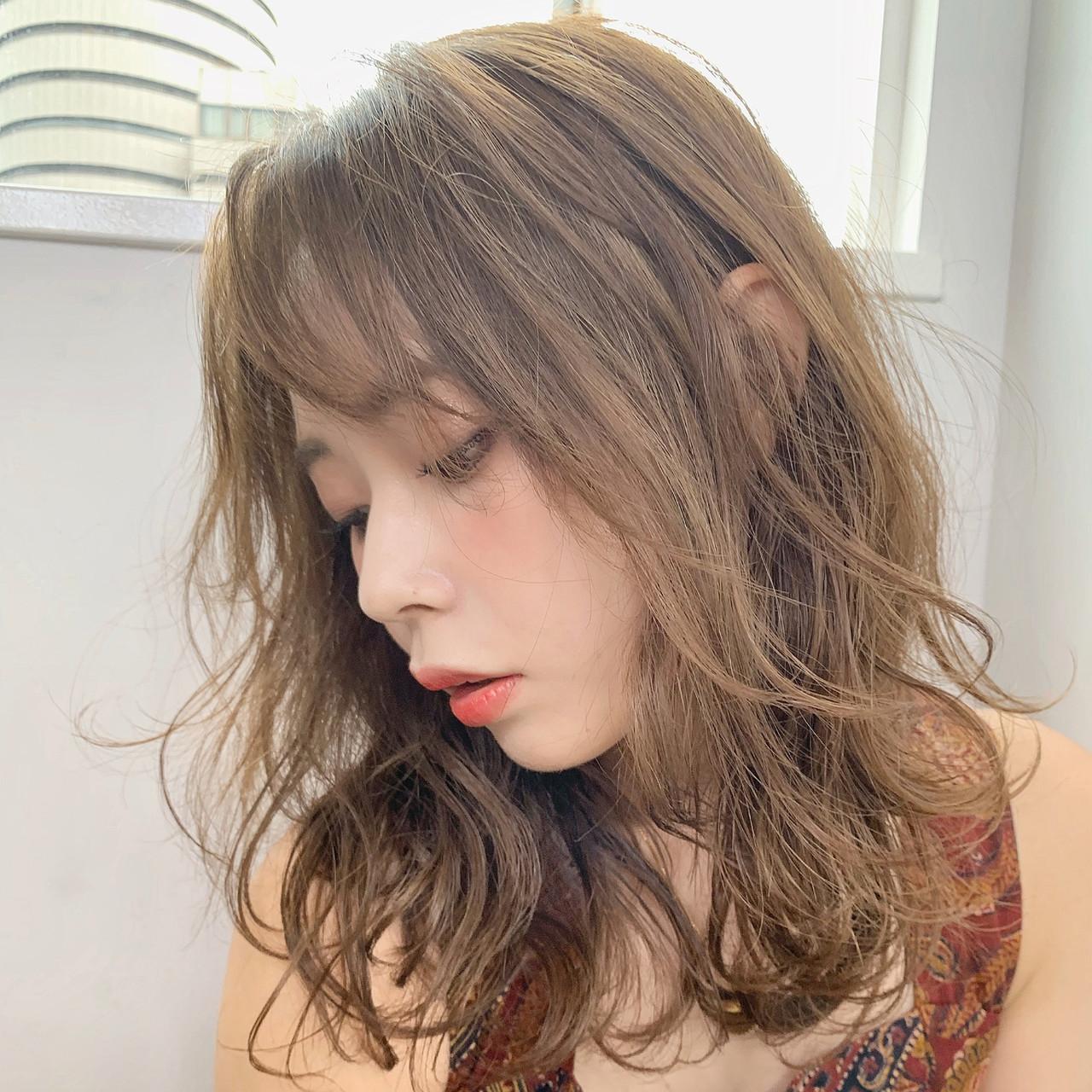 シアーベージュ フェミニン 秋ブラウン ナチュラルブラウンカラー ヘアスタイルや髪型の写真・画像