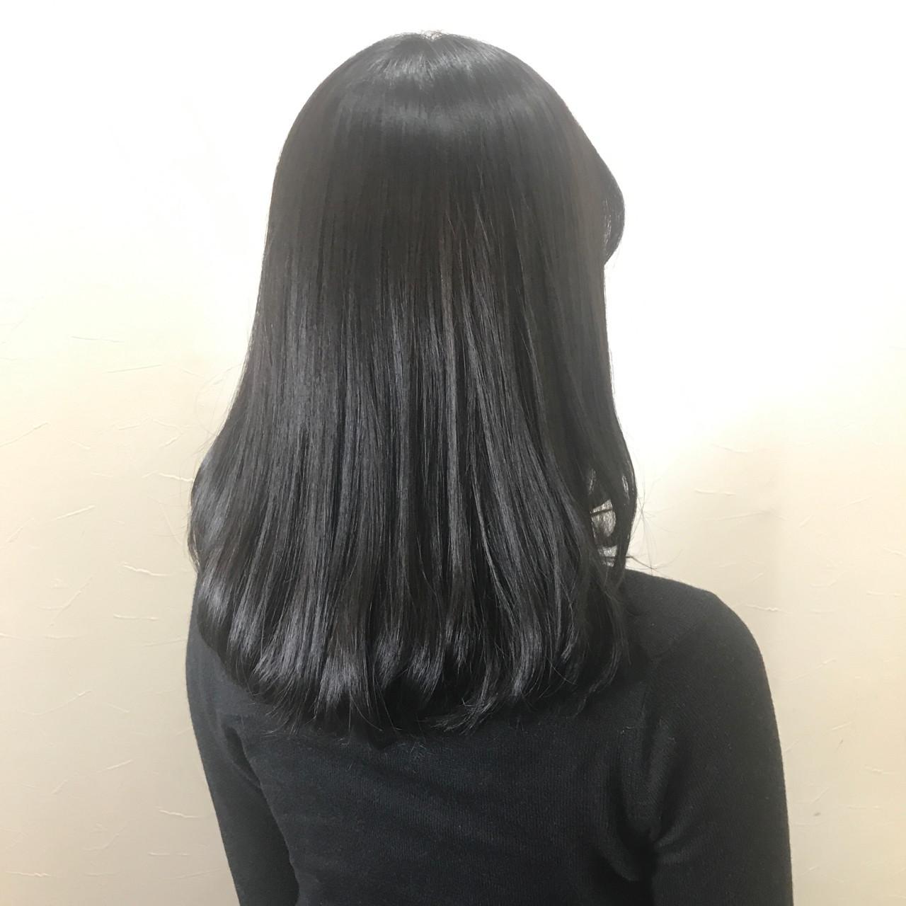 アッシュ セミロング アッシュブラック 透明感 ヘアスタイルや髪型の写真・画像