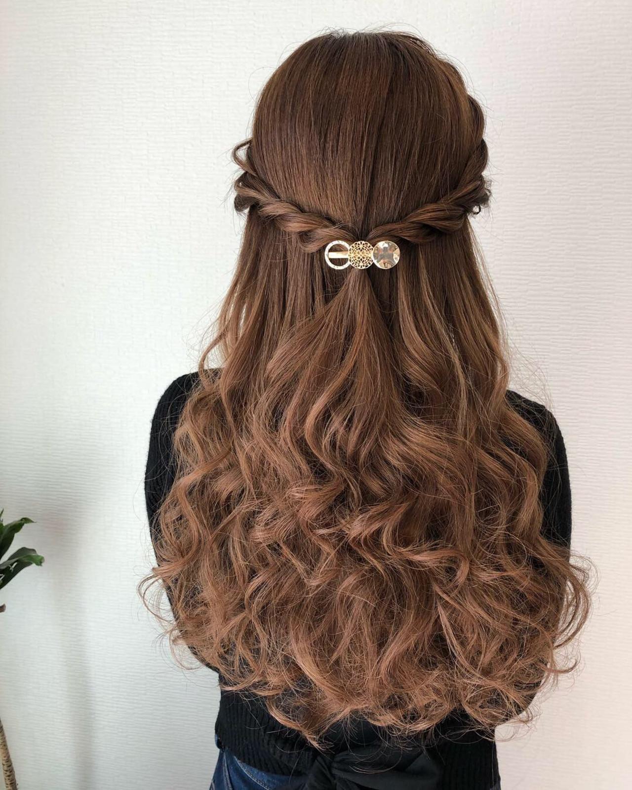 ねじり ロング フェミニン ハーフアップ ヘアスタイルや髪型の写真・画像