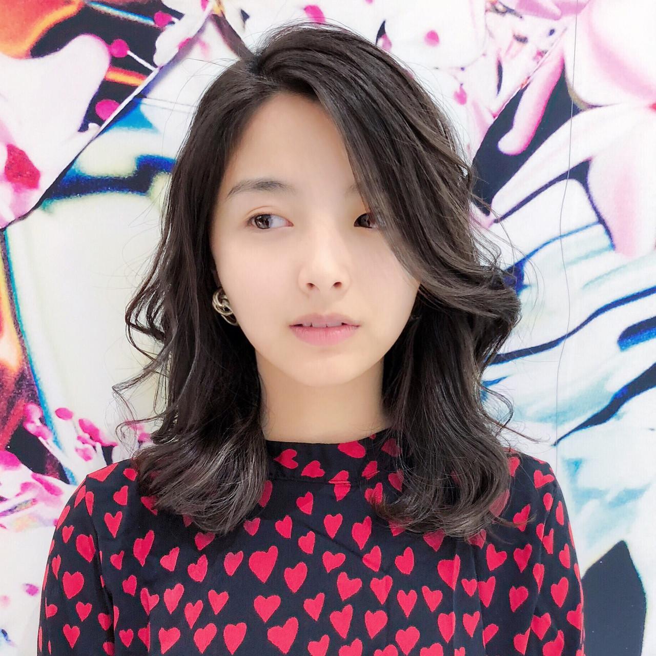 小顔にみえちゃうふんわり甘めなミディアムレイヤー 趙 英来  TONI&GUY 原宿店