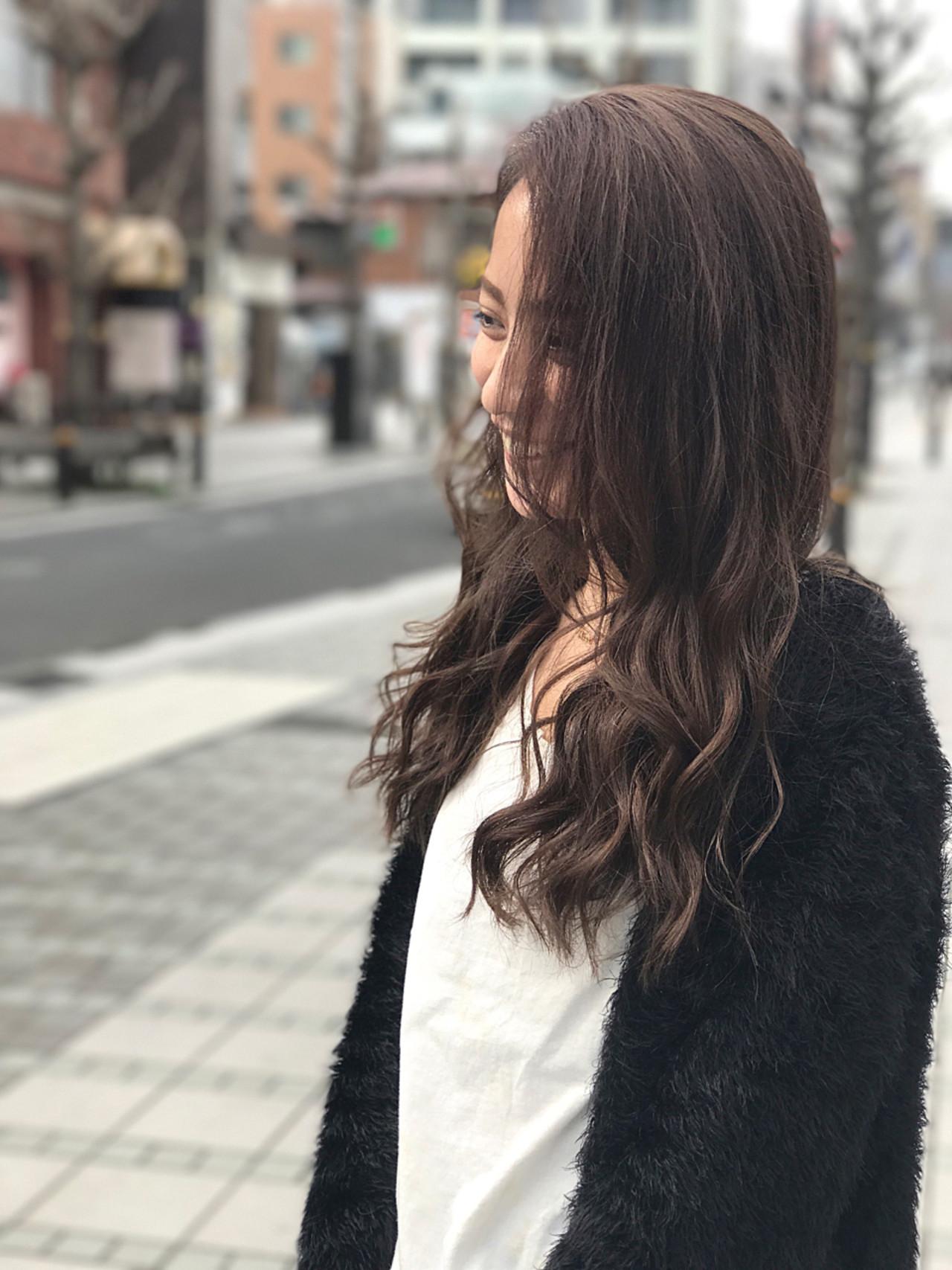 上品 ホワイト ロング フレンチセピアアッシュ ヘアスタイルや髪型の写真・画像