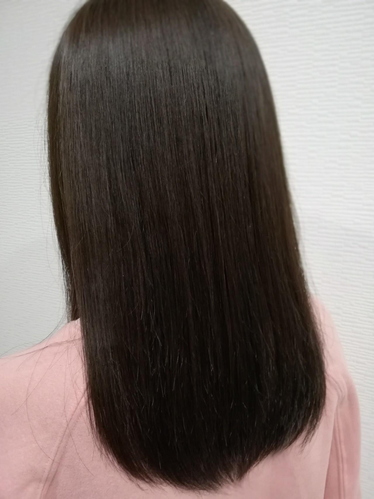セミロング 艶髪 ナチュラル アッシュ ヘアスタイルや髪型の写真・画像