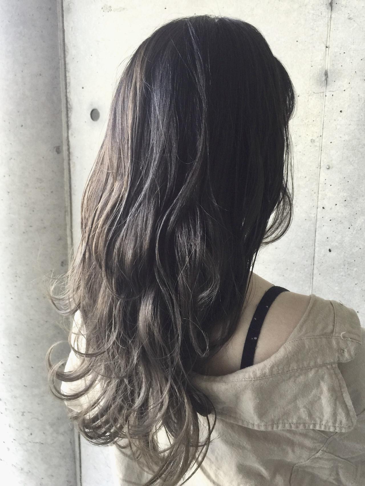 グラデーションカラー ハイトーンカラー セミロング ナチュラル ヘアスタイルや髪型の写真・画像