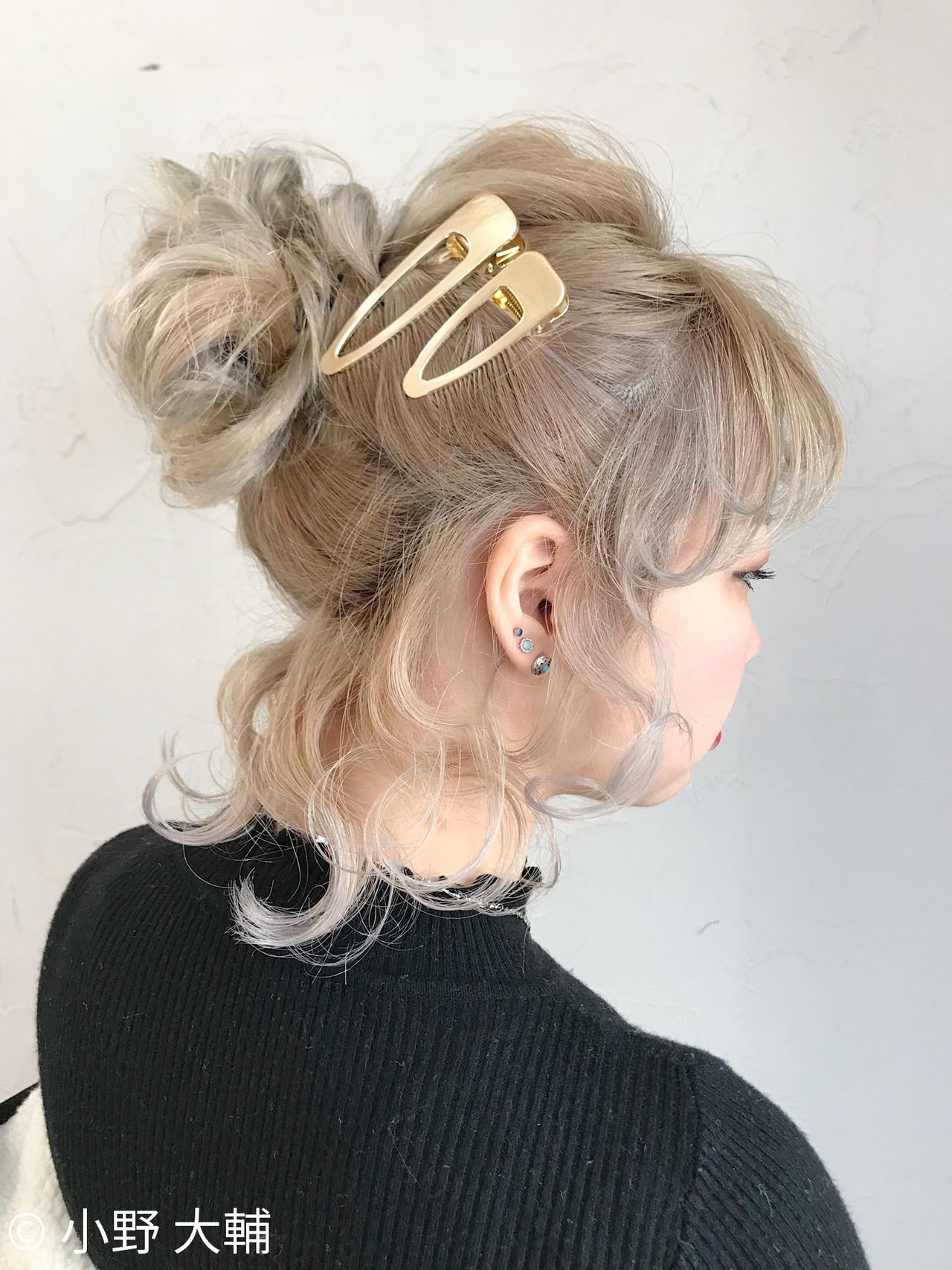 アンニュイほつれヘア お団子ヘア ナチュラル ヘアアレンジ ヘアスタイルや髪型の写真・画像