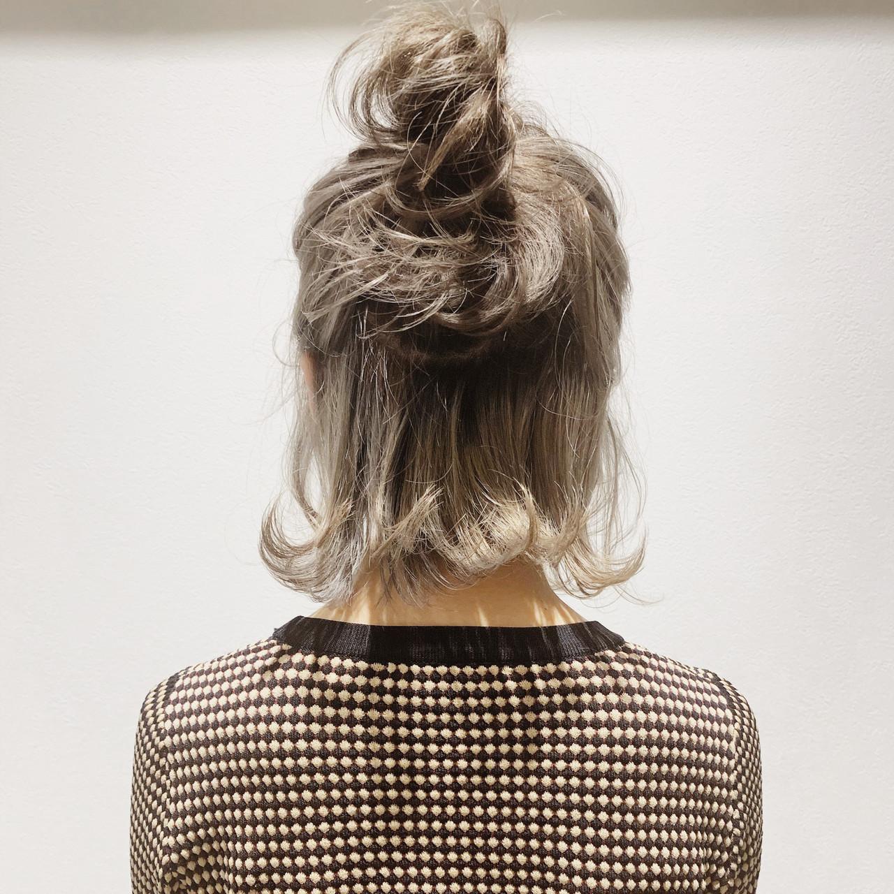 おだんご ボブ ミルクティーベージュ 簡単ヘアアレンジ ヘアスタイルや髪型の写真・画像