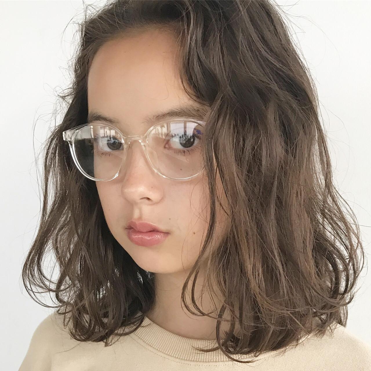ミディアム ベージュ ナチュラル パーマ ヘアスタイルや髪型の写真・画像