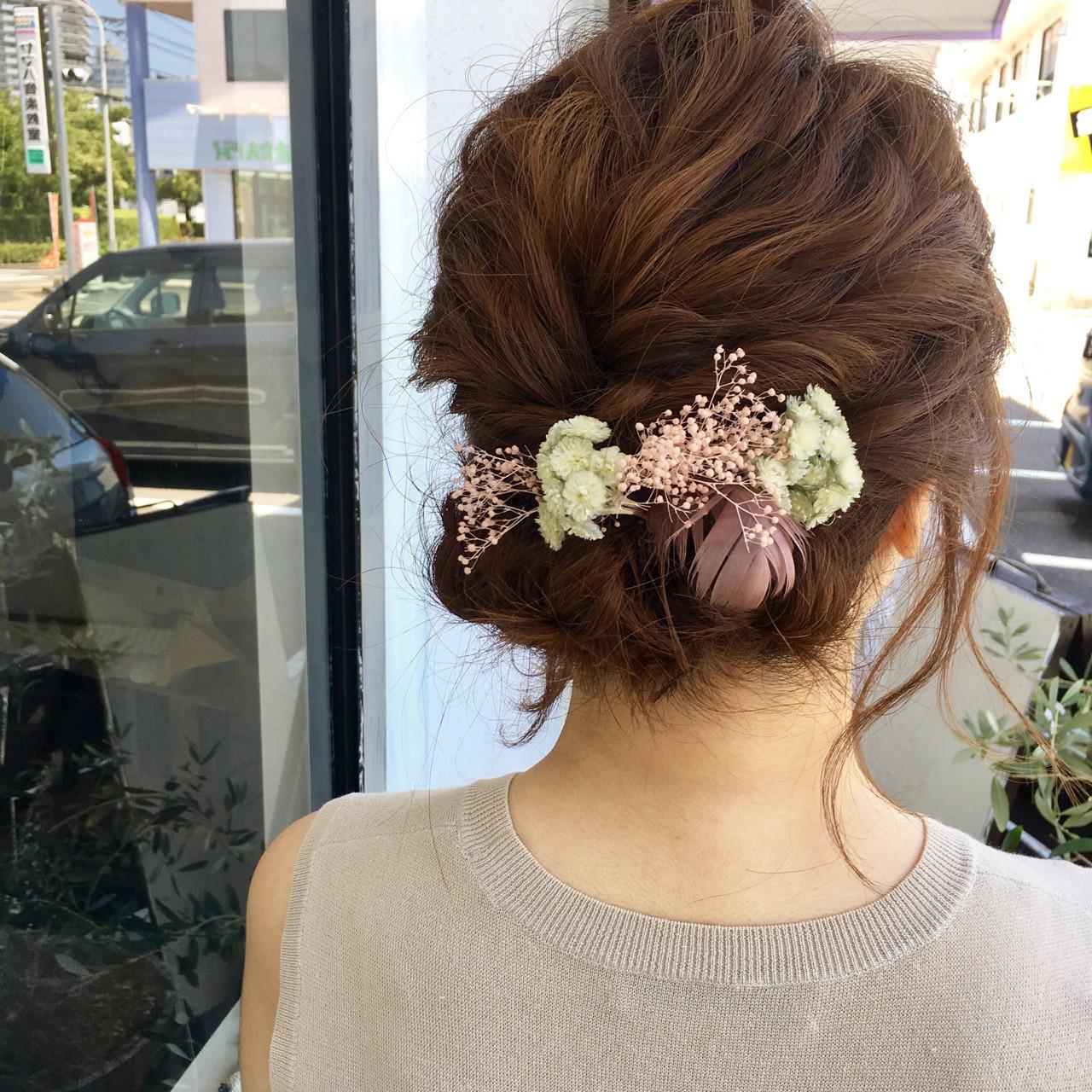 ねじってお団子に♡結婚式OKの華やかヘア hiroki