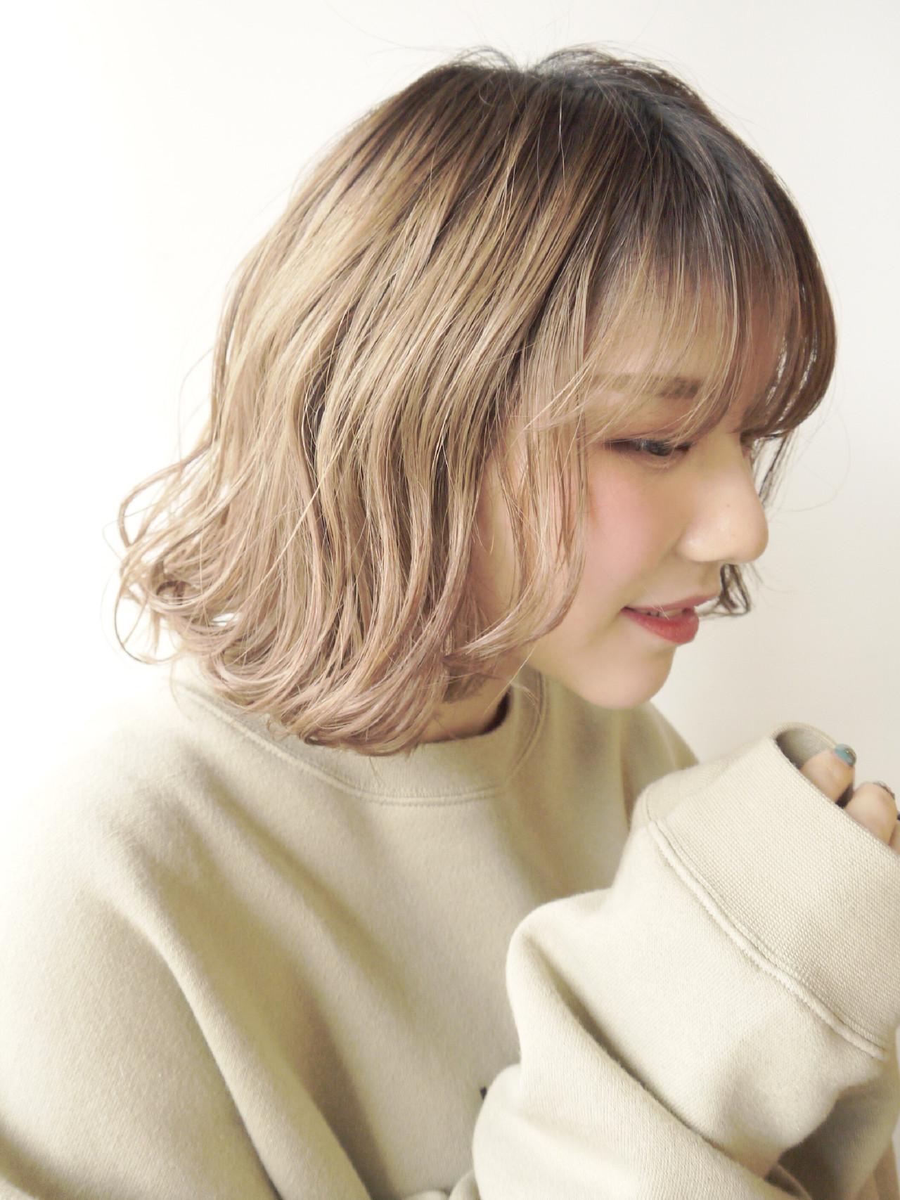 毛先にかけてのみカールをつけたふんわりヘアも Hiroki Sakuma【morio原宿】