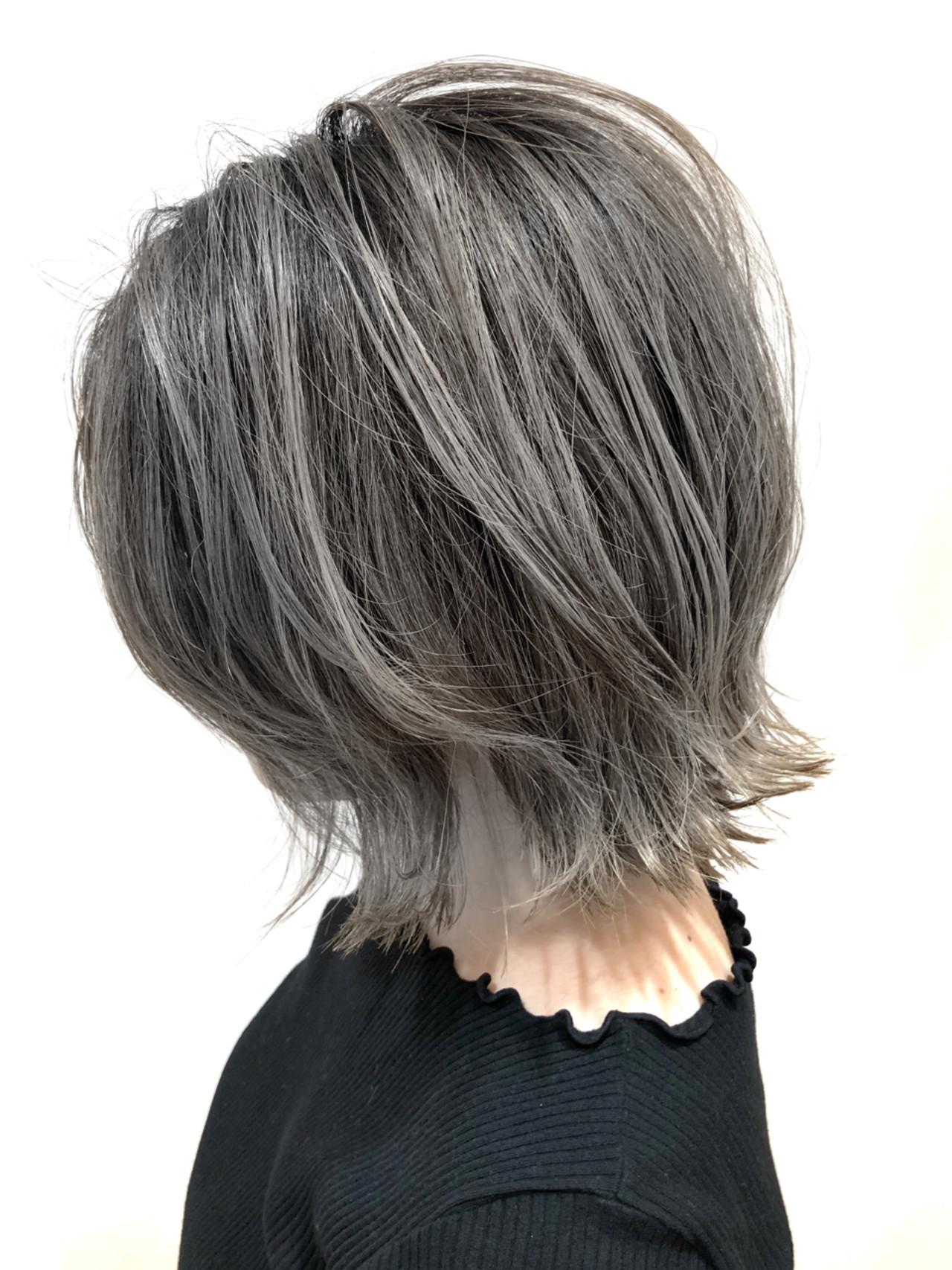 外ハネ 外国人風カラー アッシュグレー アッシュ ヘアスタイルや髪型の写真・画像