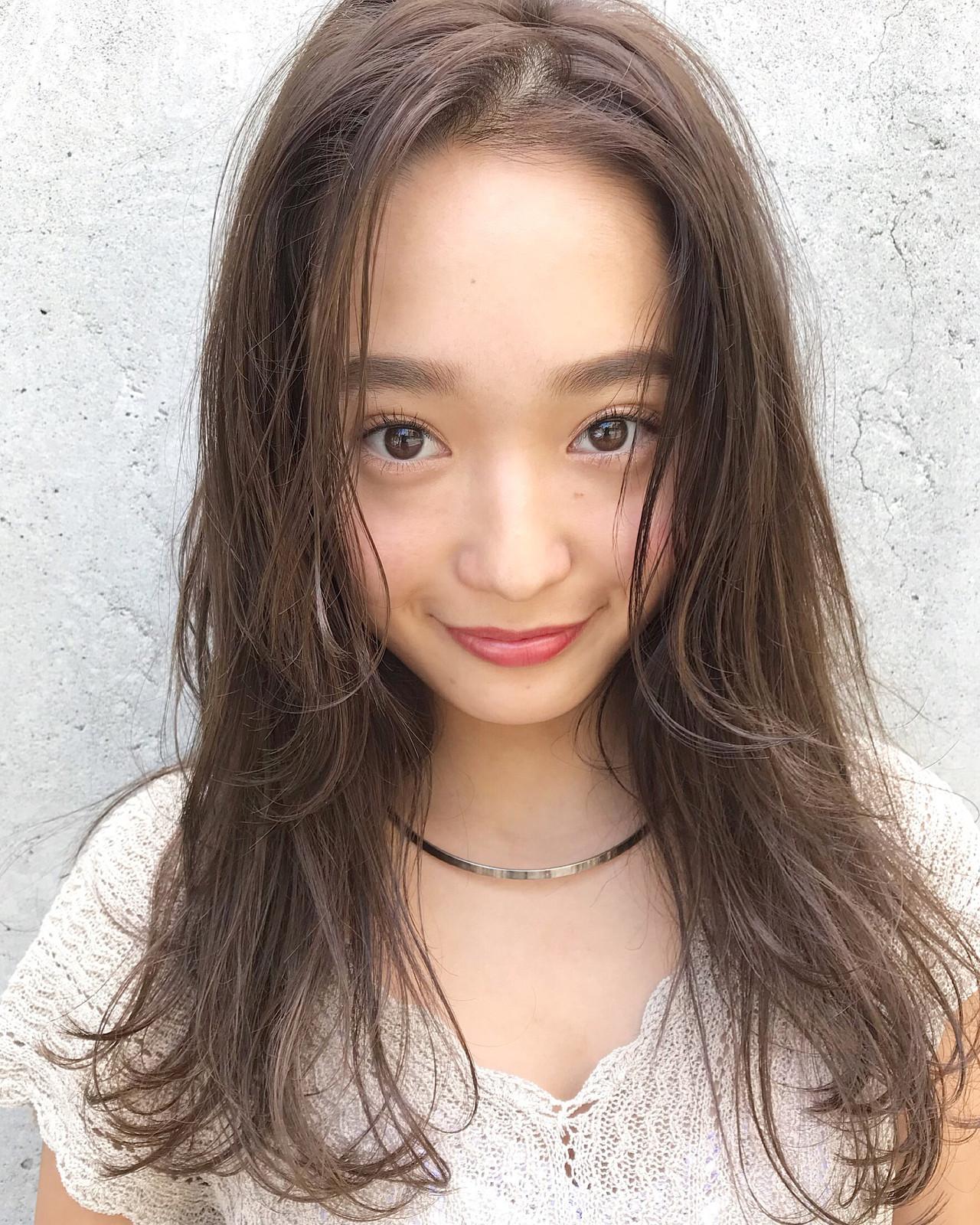ロングのアンニュイほつれヘアもセンターパートで☆ 伊藤愛子 GARDEN