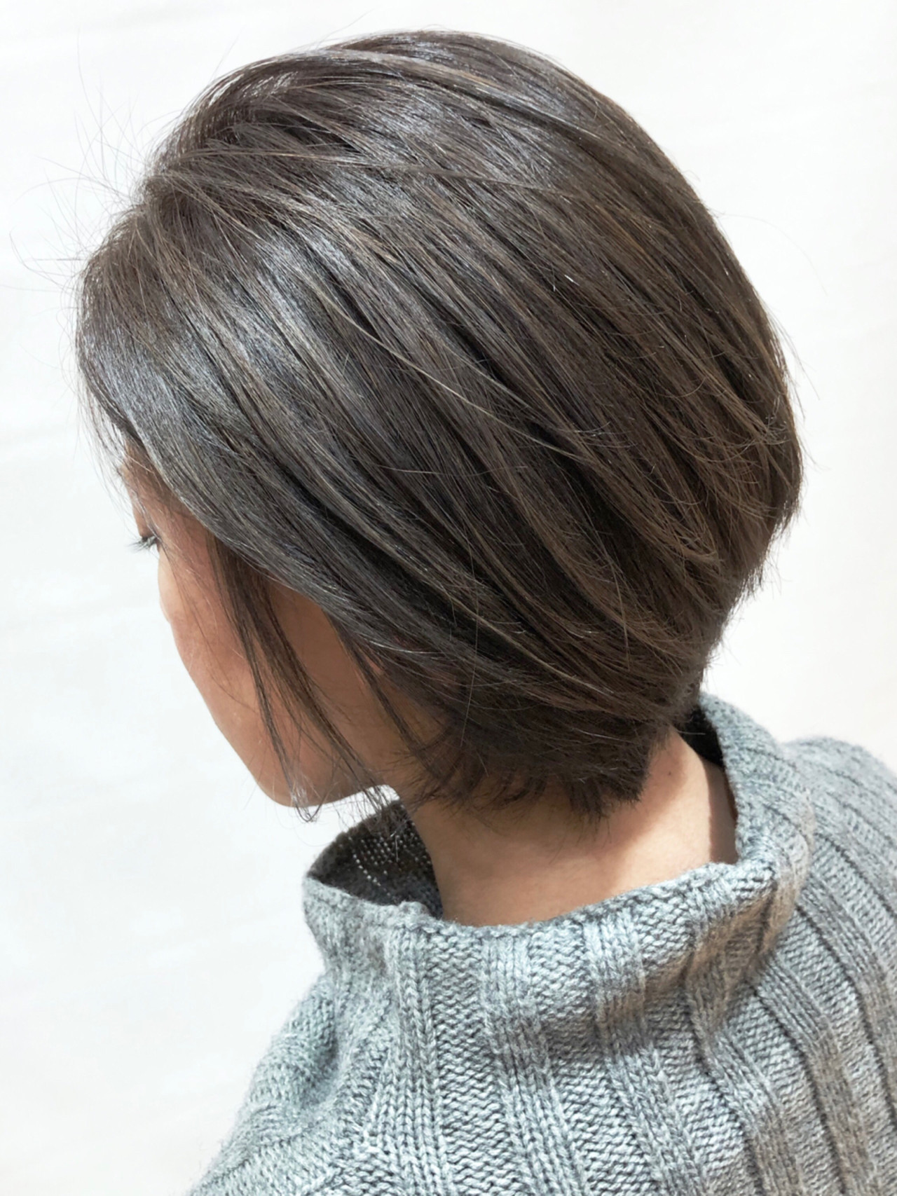 ショート アッシュグレー ナチュラル デート ヘアスタイルや髪型の写真・画像