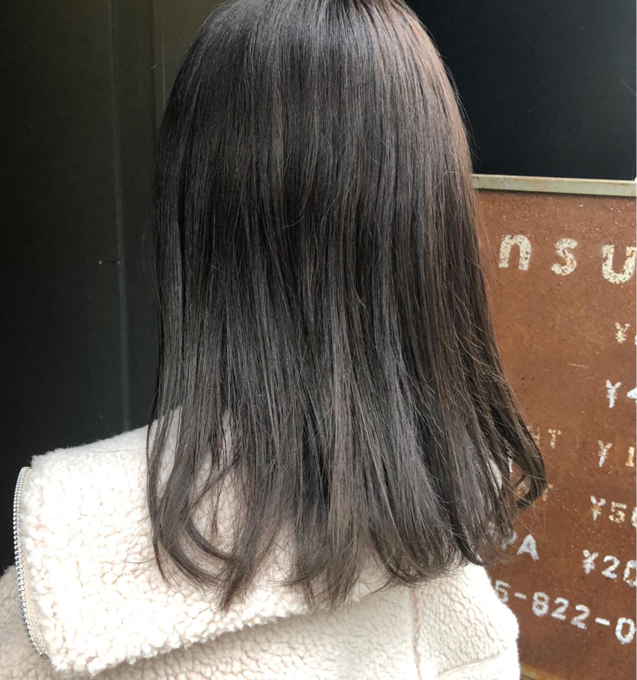 清楚にキメて♡ディープカラーのグレーヘア 岡田 菖