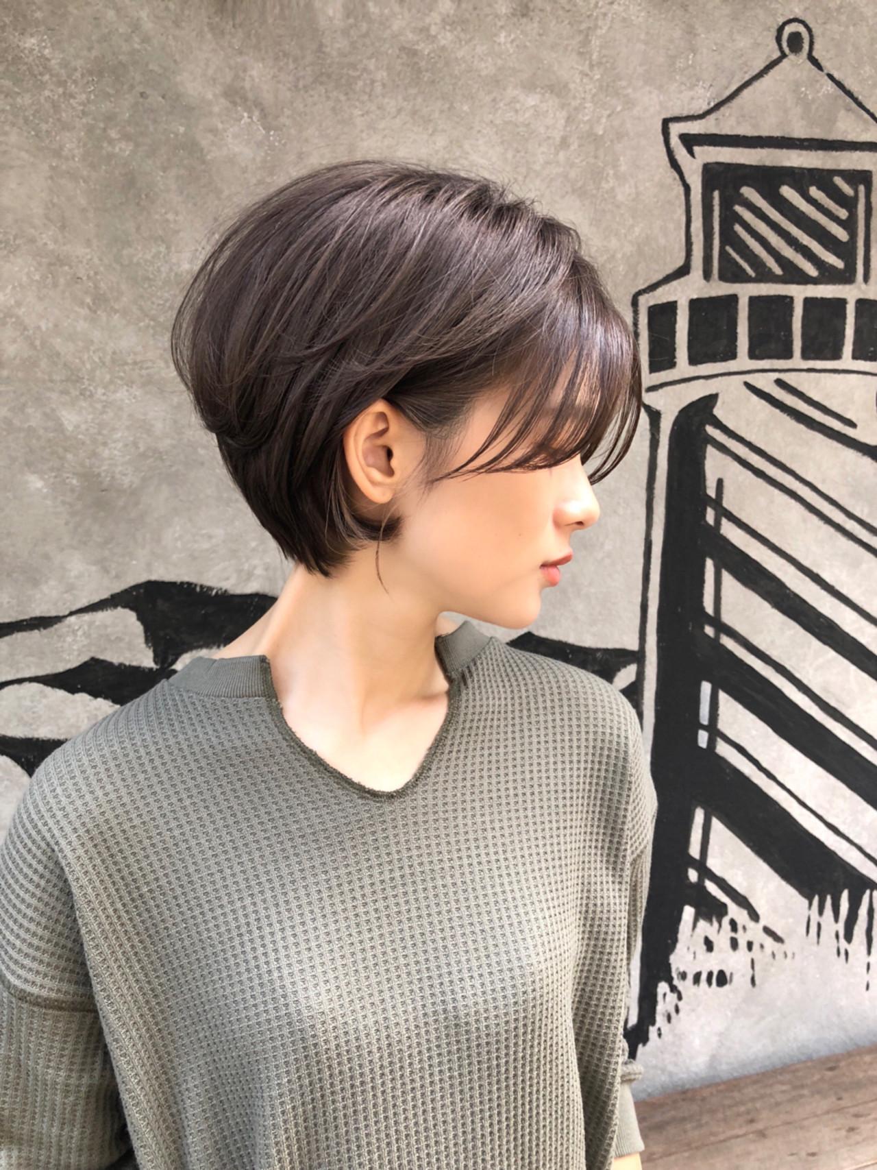 ショート フリンジバング 大人かわいい ナチュラル ヘアスタイルや髪型の写真・画像